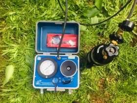 Bomba Scholander para medir potencial hídrico en tejidos de Cerezo